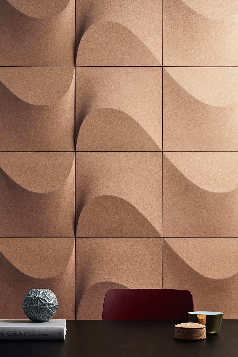Internationally acclaimed designer creates a wall panel made of cork for Abstracta